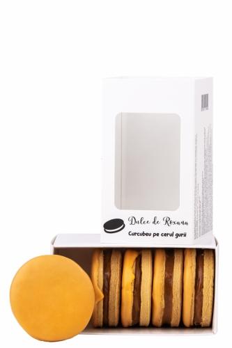 Biscuiti umpluti cu crema caramel  si glazurati cu ciocolata portocale